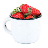 Ripe sweet strawberries in color mug isolated on white — Stock Photo
