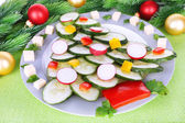 Christmas tree from cucumber on plate on table close-up — Zdjęcie stockowe