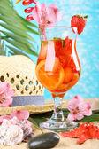 Refreshing strawberry cocktail on sand beach  — Foto de Stock