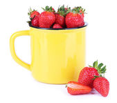 Ripe sweet strawberries in color mug isolated on white — Foto de Stock