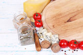 Different types of cheese with empty board on table close-up — Stock Photo