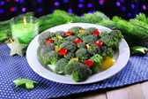 Christmas tree from broccoli on table on dark background — 图库照片