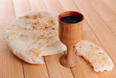Cup of wine and bread on table close-up — Foto Stock