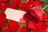 Beautiful petals of red roses on wooden background — 图库照片