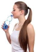 Mooi meisje dranken water — Stockfoto