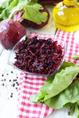 Grated beetroots in bowl on table close-up — Foto Stock