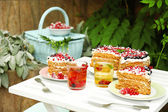 Tasty cake with fresh berries on table, close up — Stock Photo