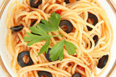 Italian spaghetti in glass bowl close-up — Stock Photo