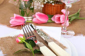 Table setting with spring flowers close up — 图库照片