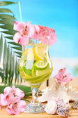 Refreshing cocktail on beach table — Stock Photo