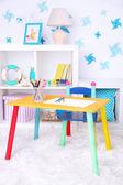 Modernt lekrum för barn med ljusa tabell — ストック写真