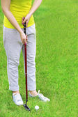 Female golf player at golf course — Stock Photo