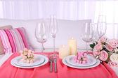 インテリアのお祝いテーブル設定 — ストック写真
