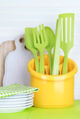 Plastic kitchen utensils in cup — Foto de Stock