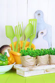 Plastic kitchen utensils in cup — Stockfoto