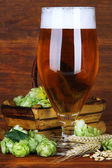 Glass of beer and hops — Stok fotoğraf
