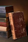 Libros antiguos en la tabla — Foto de Stock