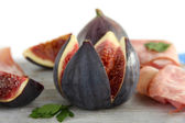 Tasty figs with ham — Stock Photo