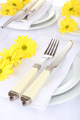 Table setting with spring flowers — Stock Photo