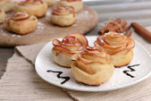 Tasty  puff pastry with apple shaped roses on plate — Stock Photo