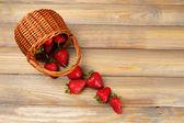 Red ripe strawberries in wicker basket — Stock Photo