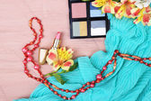 Eyeshadow, lipstick and flowers — Stock Photo