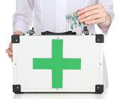 Nurse holding first aid kit — ストック写真