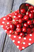Sweet cherries in mug — Foto Stock
