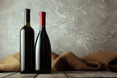 Bottles of red and white wine — Stock Photo