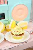Tasty cup cake with cream — Stock Photo