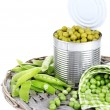 Fresh and canned peas in tin on wicker mat, isolated on white — Stock Photo #48903701