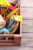 さまざまなツールと木製の箱 — ストック写真