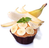 Muffin de banana sabroso aislado en blanco — Foto de Stock