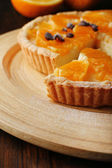 Homemade orange tart with coffee grains on wooden background — Stock Photo