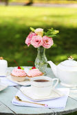 Coffee table with teacups and tasty cakes — Foto de Stock