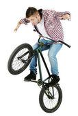 Młody chłopiec na rowerze bmx — Zdjęcie stockowe