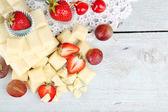 White chocolate bar with fresh berries — Foto de Stock