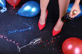 Legs with balloons and confetti — Stock fotografie