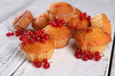 Muffin with red berries — Stockfoto