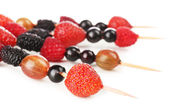 Fresh berry kebabs — Stock Photo