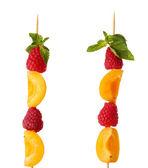 Fresh fruit kebabs — Stock Photo