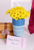 Bouquet of flowers, gift box and tie on Fathers Day — Stock Photo