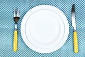 Placa blanca, tenedor y cuchillo — Foto de Stock