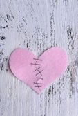 Broken heart and thread — Stock Photo
