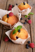 Cupcakes with fruits — Stock Photo