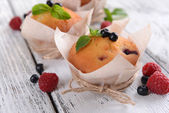 Tasty cupcakes with fruits — Stock Photo