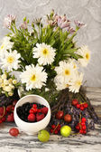 Flowers and fruits — Stock Photo