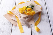 Old letters and flowers — Stockfoto