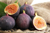 Ripe sweet figs with leaves — Stock Photo