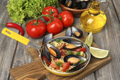 Traditional noodles with mussels — Foto Stock
